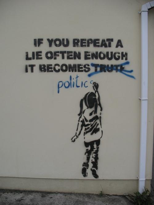 banksy_grafitti_girl